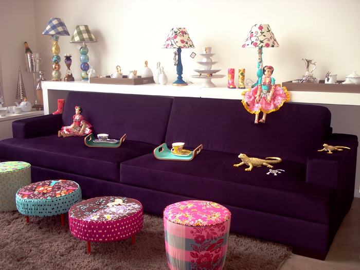 Sala De Tv Com Sofa Roxo ~ Studio Dezzign O sofá roxo