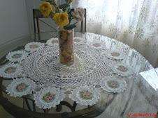 Toalha de Mesa...crochê e pintura...