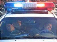 Policías trabajando