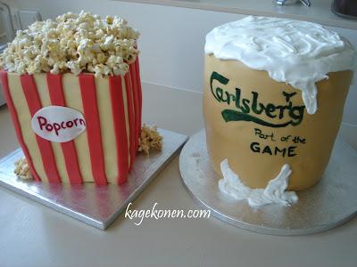 Øl og popcorn.