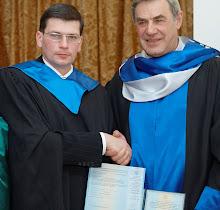 2008 вручение диплома магистра из рук ректора Университета ИНЖЭКОН А.Михайлушкина