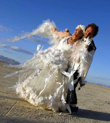 Very Strange Wedding Dresses: uniquegem.blogspot.com/2010/10/very-strange-wedding-dresses.html