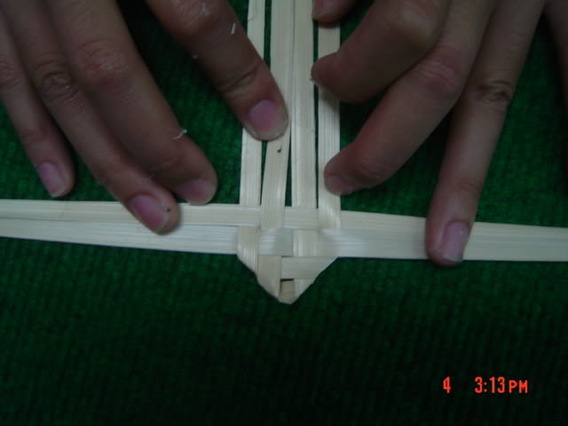 สอนวิธี สานกบด้วยใลาน ,วิธีสานกบ สานสัตว์ ,ด้วยไม้ไผ่,ทำกบด้วยใบลาน how to weave frog frompalm leaf ,how to diy frog from palm leaf,how to weave frog animal ,woven frog frompalm leaf ,woven palm leaf frog animal,how to weave