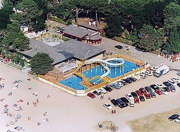 Toboganes piscinas en galicia turismo galicia for Camping en galicia con piscina