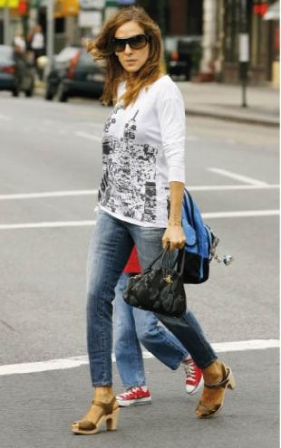 Jessica Parker Spotted in Swedish Hasbeens Classic Clog