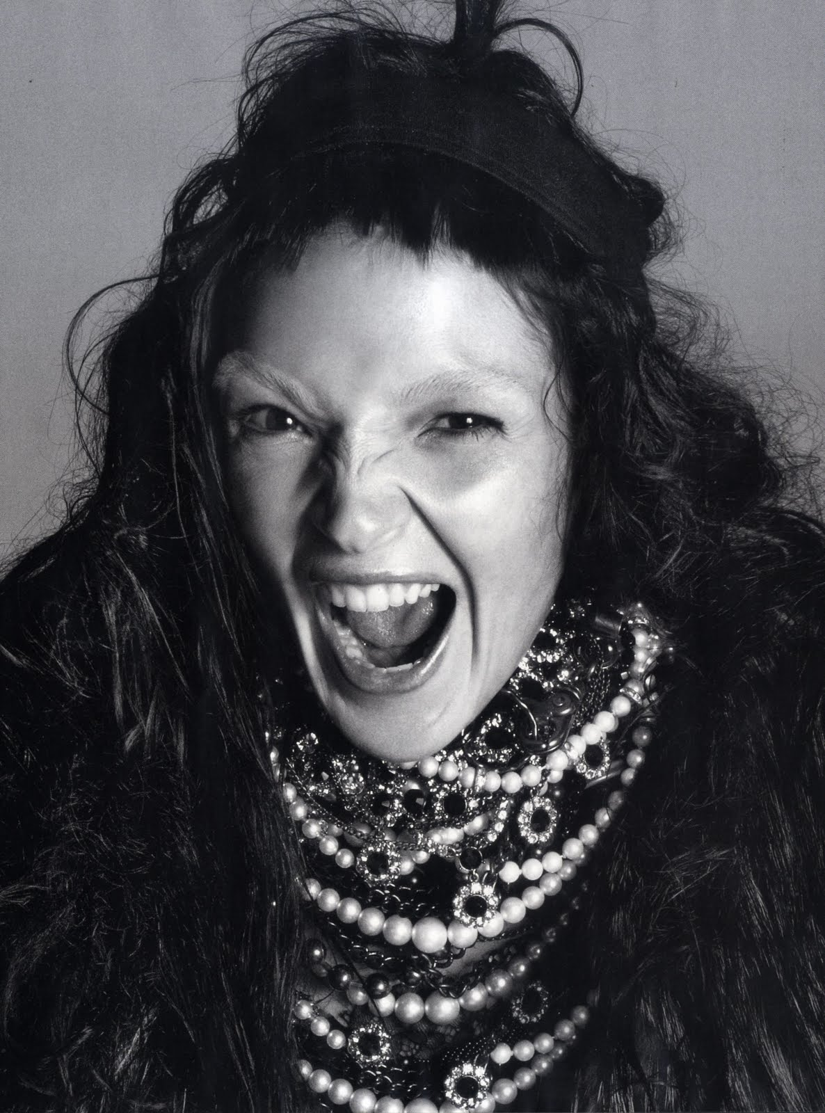 http://2.bp.blogspot.com/_uB-BSH_BgAs/TKXw1SlZsDI/AAAAAAAALtM/Bi-foI6SJHs/s1600/October+2010+Italian+Vogue+photo+Steven+Meisel+stylist+Panos+Yiapanis+model+Mariacarla+Boscono+Women+Management+NYC+Blog+8.jpg