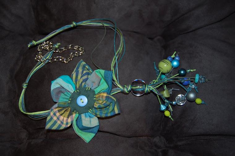 Colar com flor e corrente - indisponível