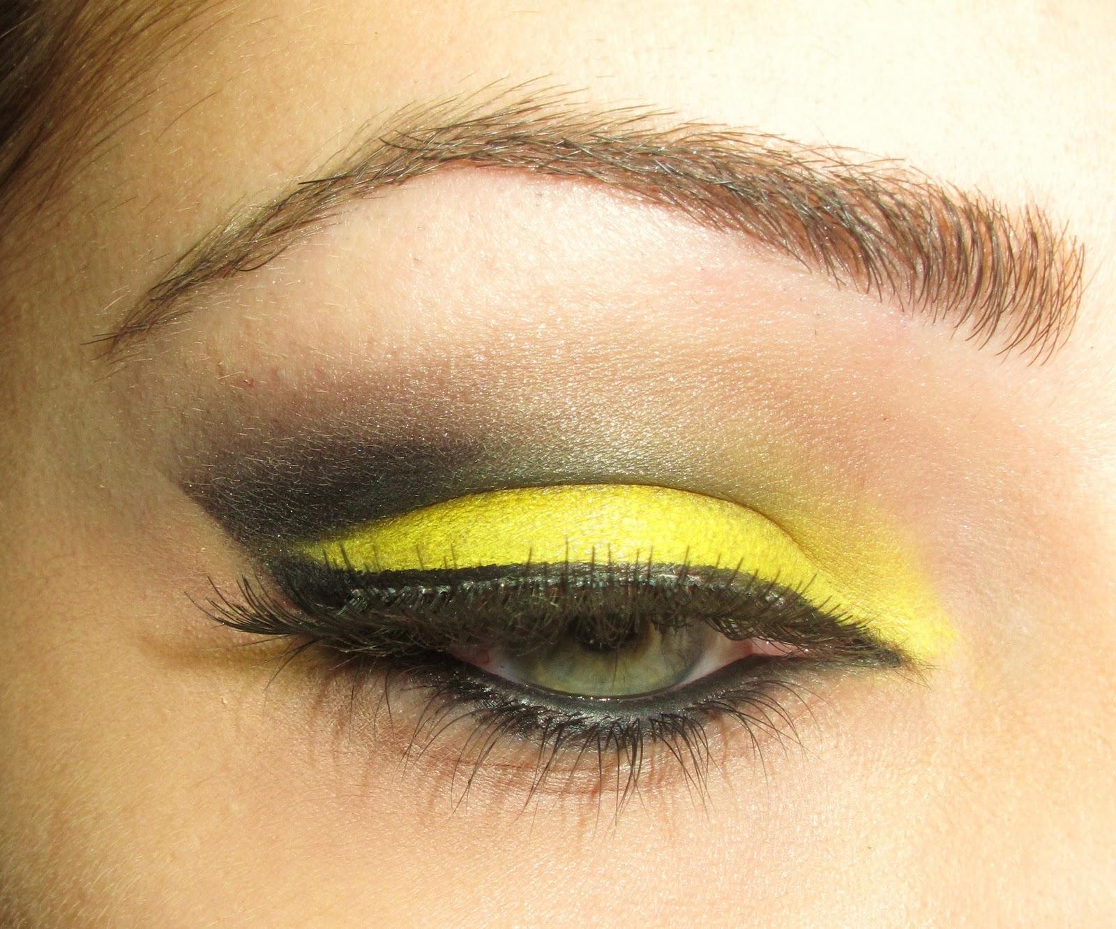 The Makeup Artist Yellowblack Eye Makeup