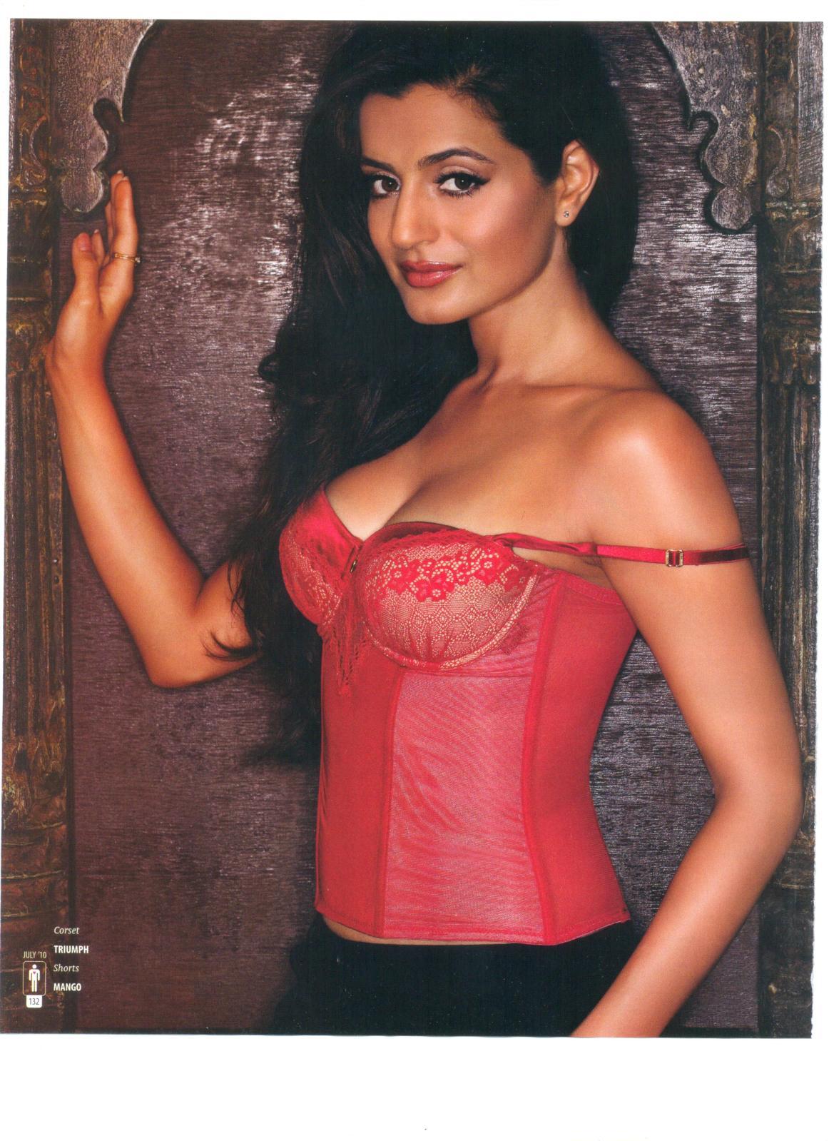 Amisha Patel Gone Top Less Amazingly Sey Pics