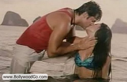 http://2.bp.blogspot.com/_uJ-SDPxtYh8/TMsAXSCrbVI/AAAAAAAALC8/6dsotuaTLUc/s1600/Celina+Fardeen+Kissing+Picture.jpg