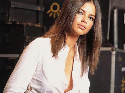 adriana lima hairstyles. Adriana Lima Hairstyle Photo