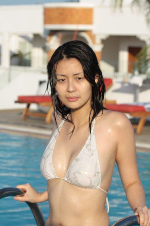 zoe saldana nude in shower