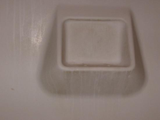 Tips and solutions fight soap scum on tiles for Soap scum on shower floor