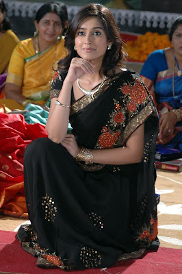 South Indian Actress in Black Saree Photos Illeana