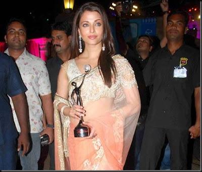 Aishwarya Rai in Manish Malhotra Saree at Great Women Achiever Award 2010