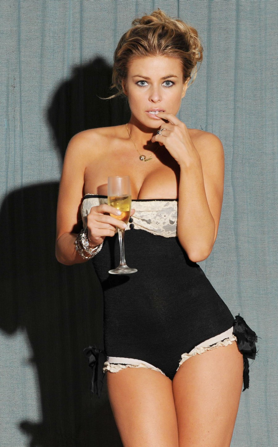 Carmen Electra Hot Photoshoot Pictures | Carmen Electra photo gallery
