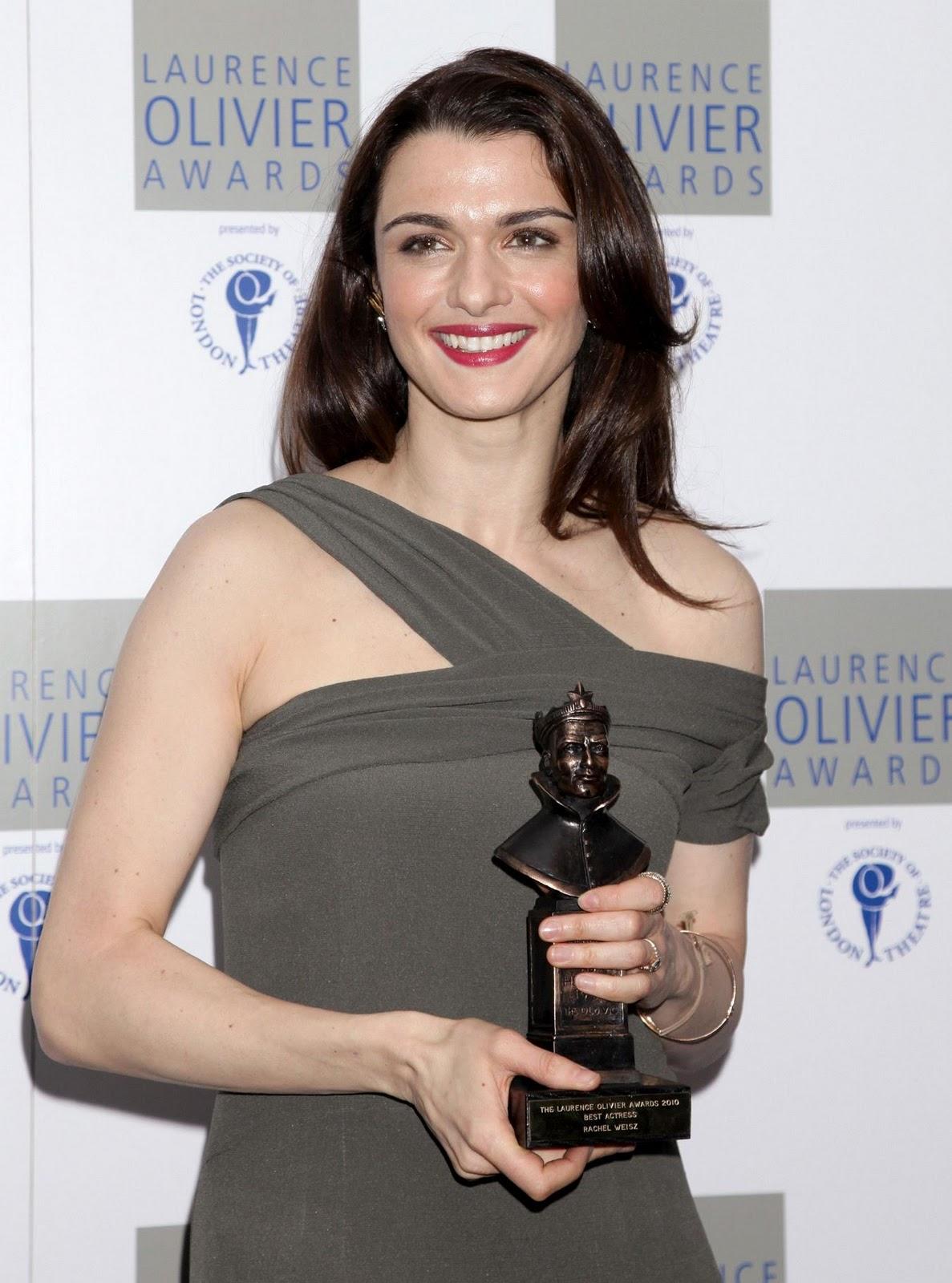 http://2.bp.blogspot.com/_uMuIGJajfdg/TULGVqAGdzI/AAAAAAAAHWs/zJL-mX4A3no/s1600/Hot_Rachel_Weisz_pics_from_Laurence_Olivier_Awards%2B1.jpg