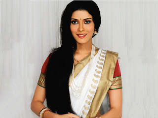 Actress Nandana Sen in White Silk Saree