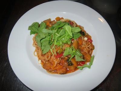 カキと野菜のトマトソースパスタ
