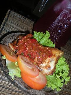 <strong><em>Nasi Ayam Penyet Resepi Asli... katanya...</em></strong>