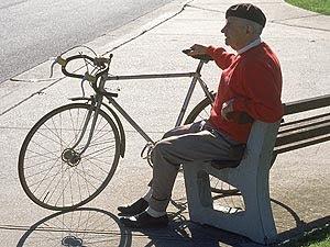 Homem é preso por discutir com bicicleta