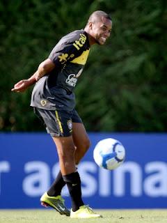 Robinho vai ganhar menos no Milan