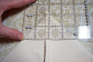 Такую линейку можно изготовить самостоятельно, нанеся разметку на лист плексигласа несмываемым маркером для DVD-дисков