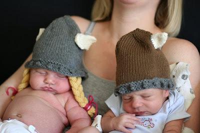 Сейчас искала узоры с шишечками, а нашла классную шапку-викинга. http://www.gufclub.ru/2009/04/viking-hat.html...