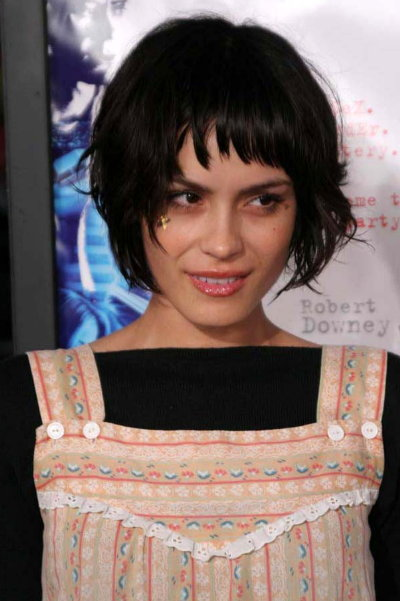 Celebrity Hairstyles 2010 on Hairstyles Photos 2012  Shannyn Sossamon Short Celebrity Haircuts 2010