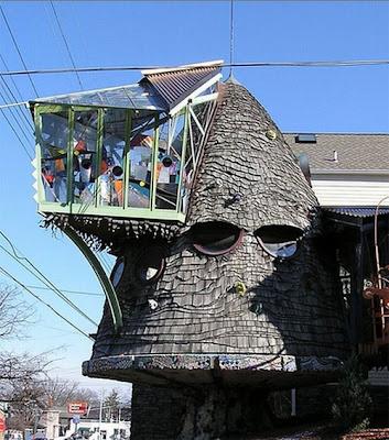 http://2.bp.blogspot.com/_uXIdab6r7CU/SN8zfUzL0RI/AAAAAAAAAZ4/OA1YjXIi2Xg/s400/weird+house.jpg