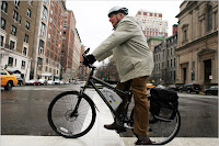 elektrikli bisiklet Manhattan caddelerinde