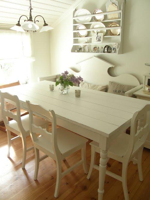 Vitt Koksbord : For ett tag sedan fick vi tag po ett vitt lantligt koksbord och jag