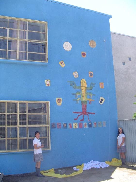 Mural del Liceo Corina Urbina.