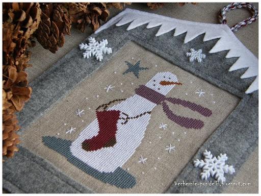 Как сделать новогодние игрушки своими руками.Вышиваем снеговика