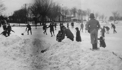Skøjtebanen ved Gasværket 1935-40 - klik for større billede