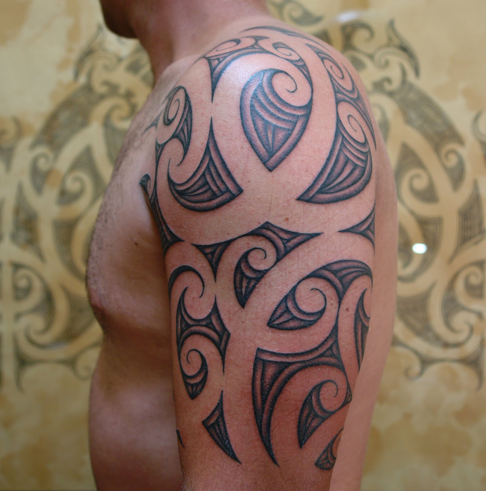 maori polynesian tattoo maori half sleeve tattoo. Black Bedroom Furniture Sets. Home Design Ideas
