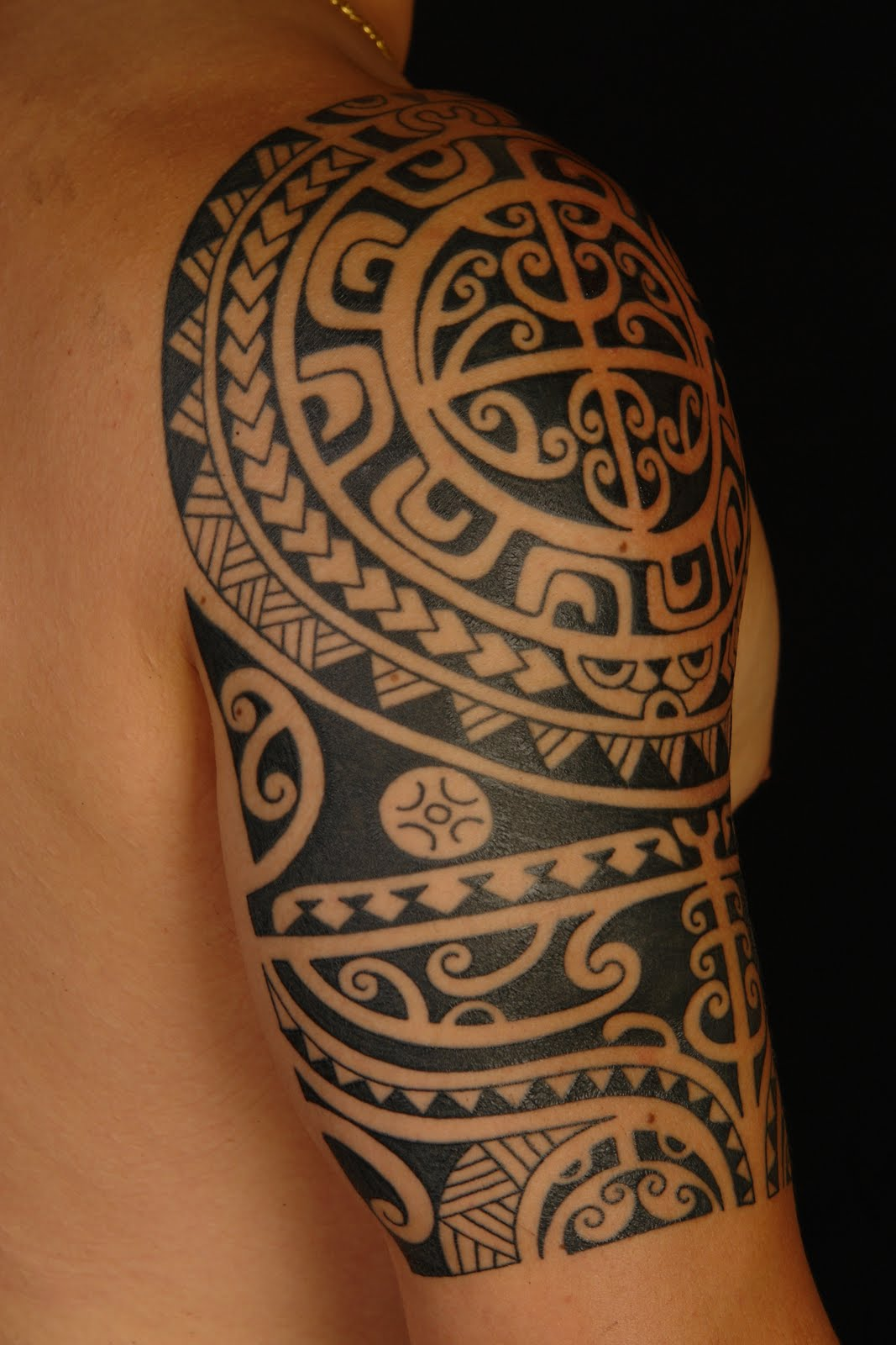 maori polynesian tattoo polynesian shoulder tattoo on anthony. Black Bedroom Furniture Sets. Home Design Ideas