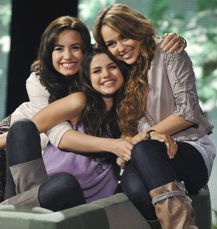 selena gomez taylor swift demi lovato miley cyrus. selena gomez taylor swift demi