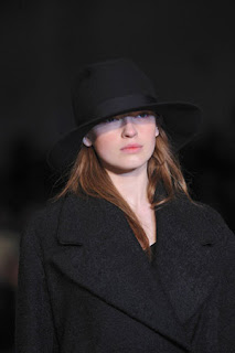 сиво - Облекло, мода, елегантност - Page 2 Lg008