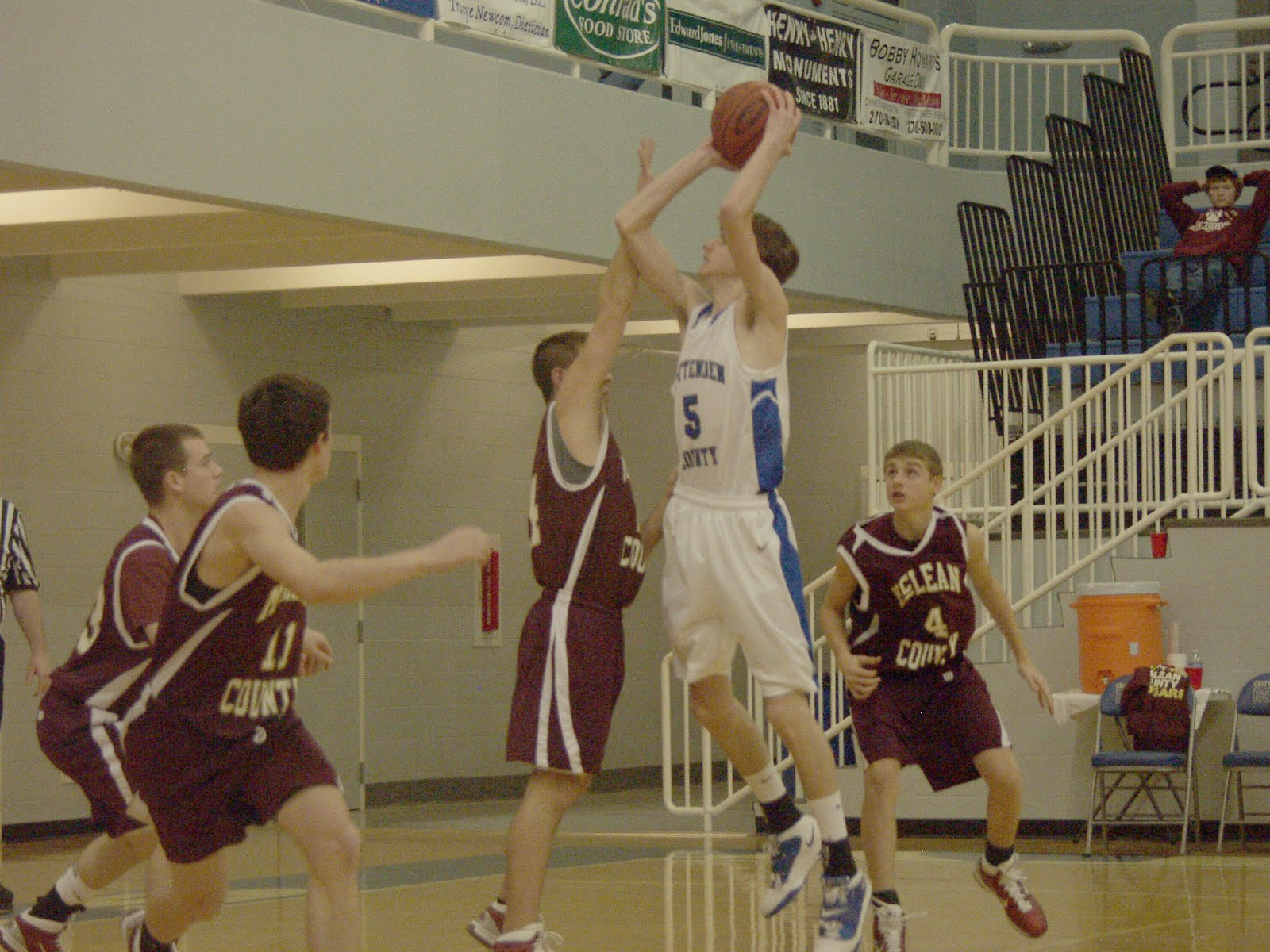 Crittenden county basketball last second shot dooms rockets for How much to build a basketball gym