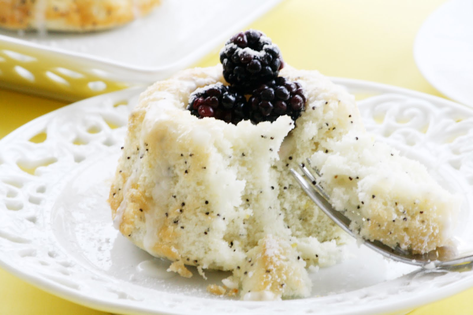 Edible Moments: Moist Lemon Poppy Seed Cake