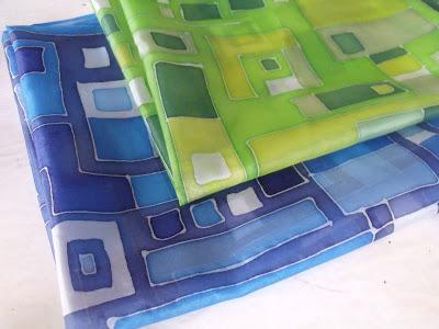hundertwasser inspiráció selyemkendő ajándék születésnapra, névnapra