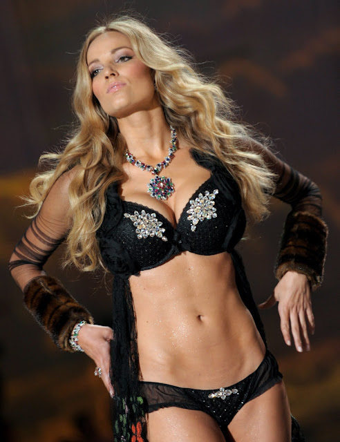 Most Hottest Women of FIFA World Cup 2010