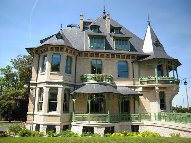 http://2.bp.blogspot.com/_urB_ytxGPbc/S_jU1B2DUqI/AAAAAAAAAls/aSfCJx3hlrc/s1600/vue+arri%C3%A8re+de+la+Villa+Demoiselle.JPG