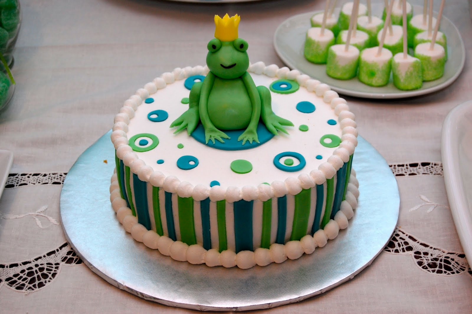 The Frog Prince Birthday Candy Buffet The Birthday Party Wow
