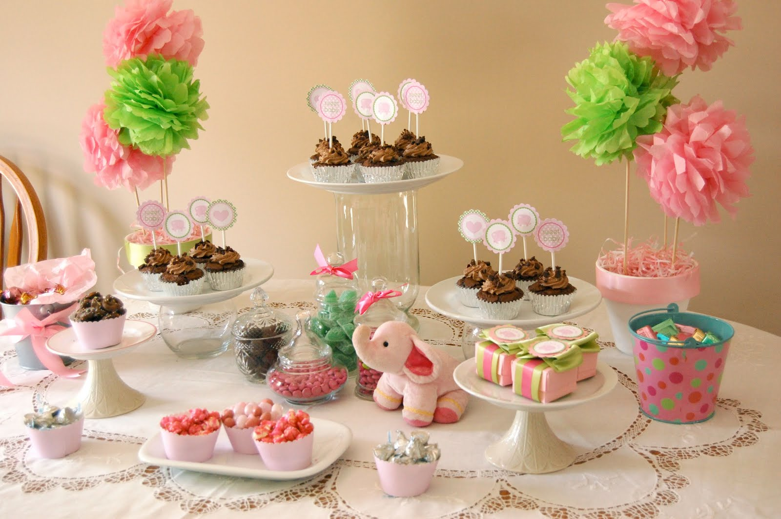 the pink elephant baby shower turned out really nicely it was very