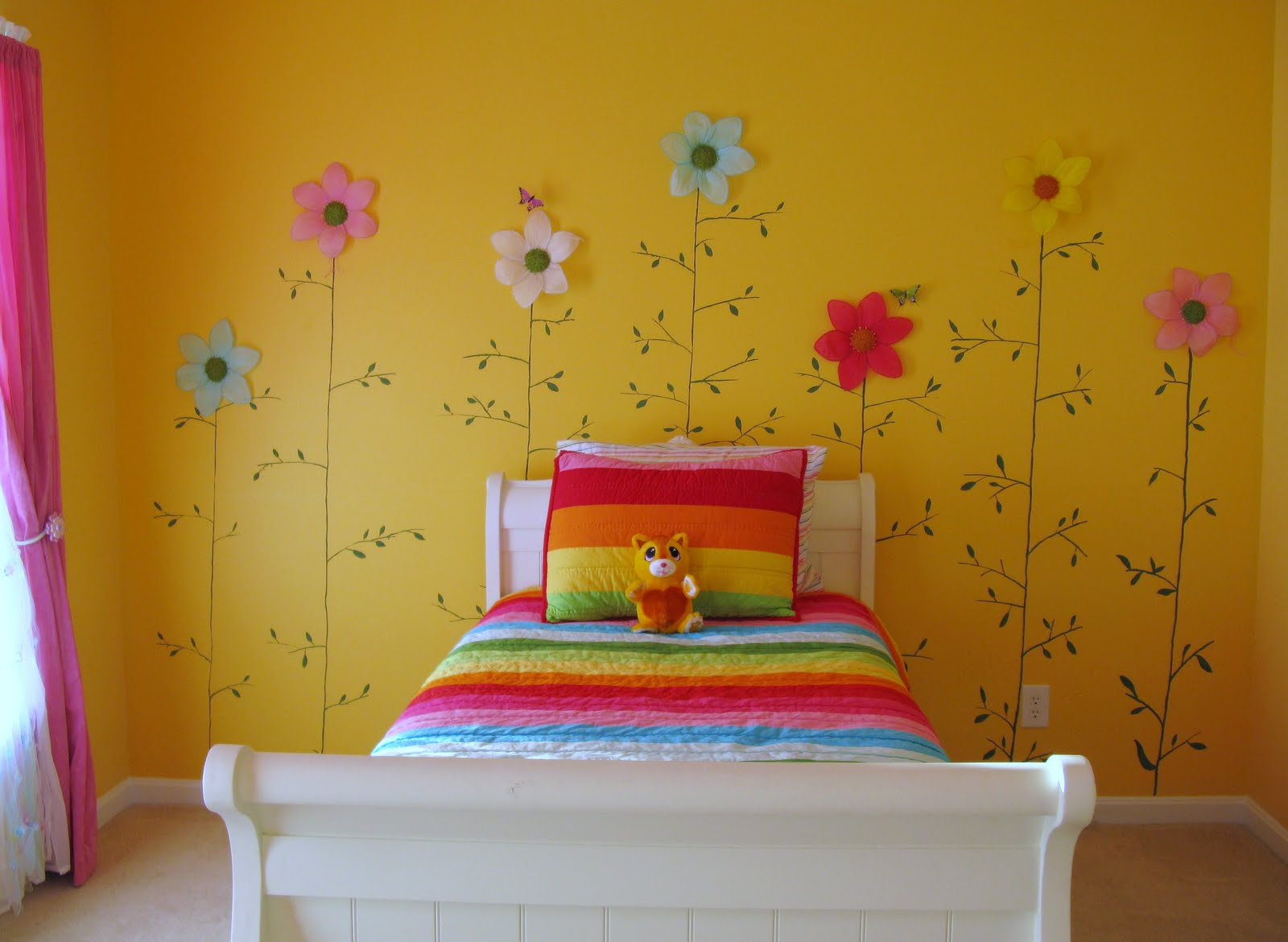 Loveyourroom little girls yellow flower bedroom for Childrens bedroom wall designs