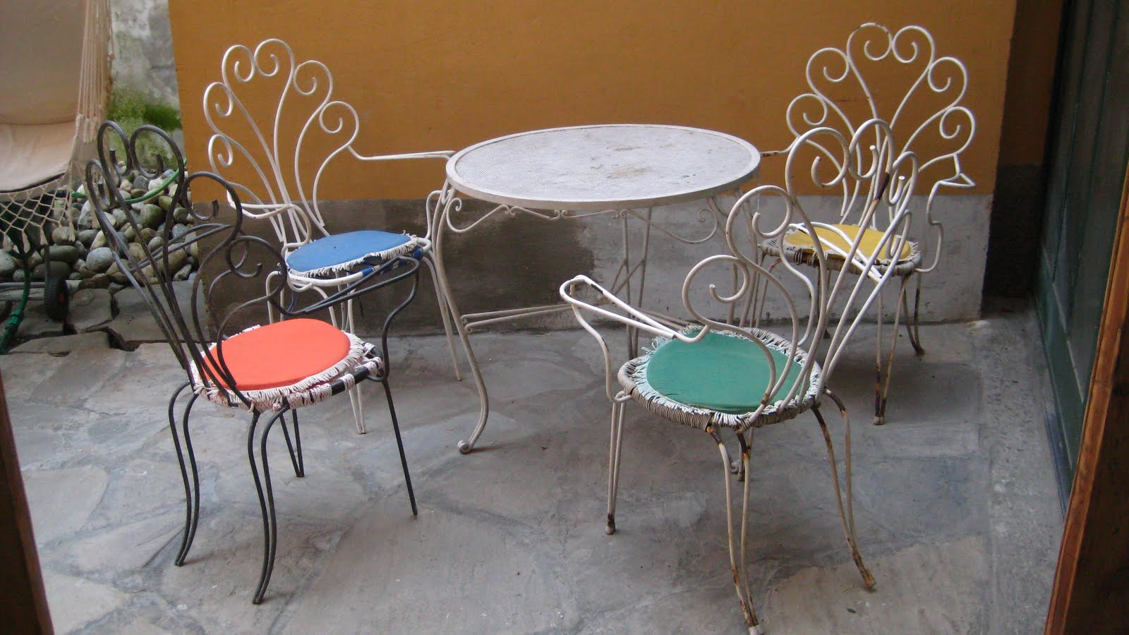 Mobili tavolo e sedie in ferro da giardino - Tavolo e sedie giardino ...