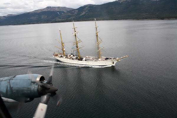 Ushuaia - Sobrevuelo de la EA6E