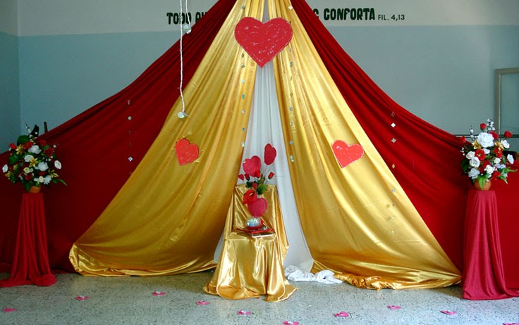 Eventos decoraci n simple corazones - Cortinas para escenarios ...